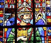 Vitrail de Saint-Éloi dans l'église Sainte-Anne de Gassicourt, à Mantes-la-Jolie.